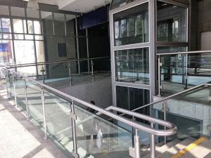 Aufzug in der Eingangshalle