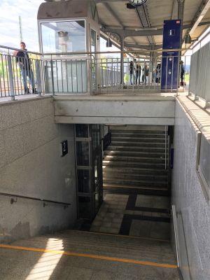 Aufzug-Bahnsteig-oben-unten